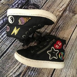 Girls 8 Steve Madden emoji patch high-top shoes🌈